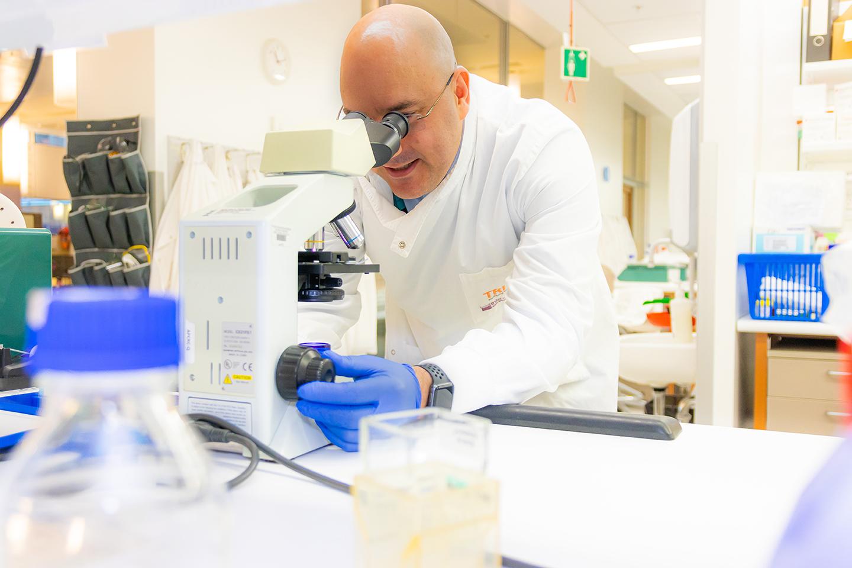 Dr Ian Vela